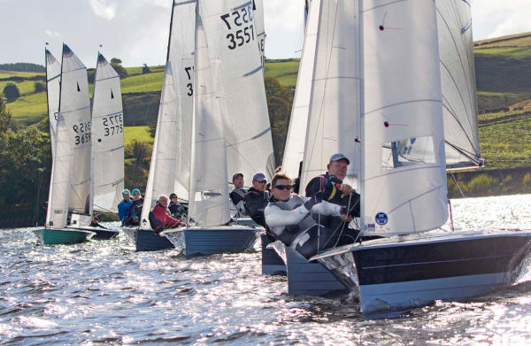 Sailing Hollingworth Lake